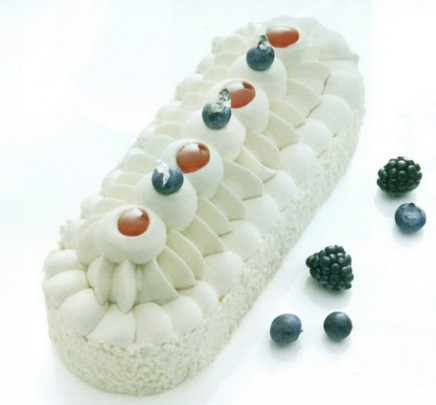 Pavlova litchi fruits rouges